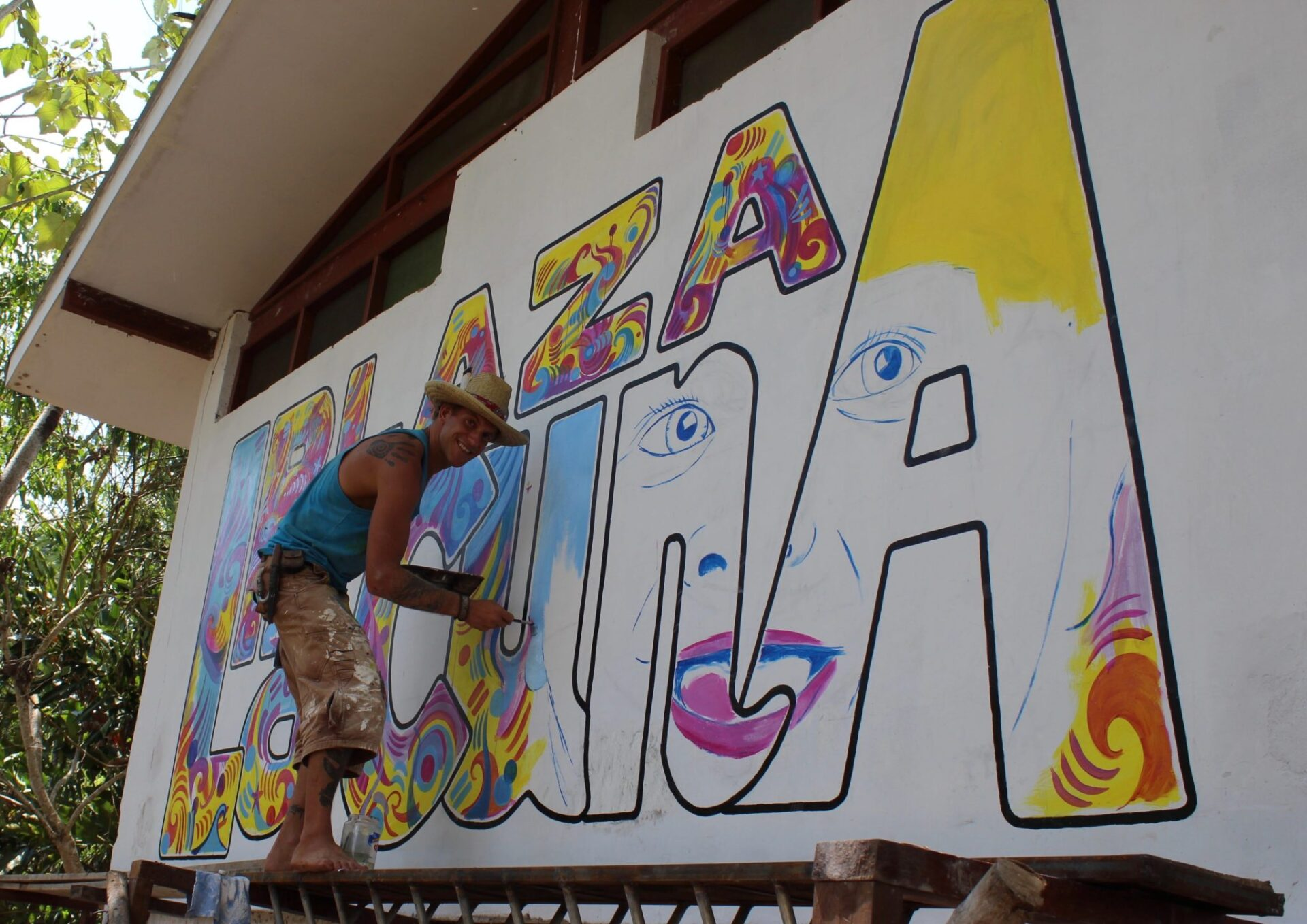 Metsa working on the sign for Plaza Lacuna