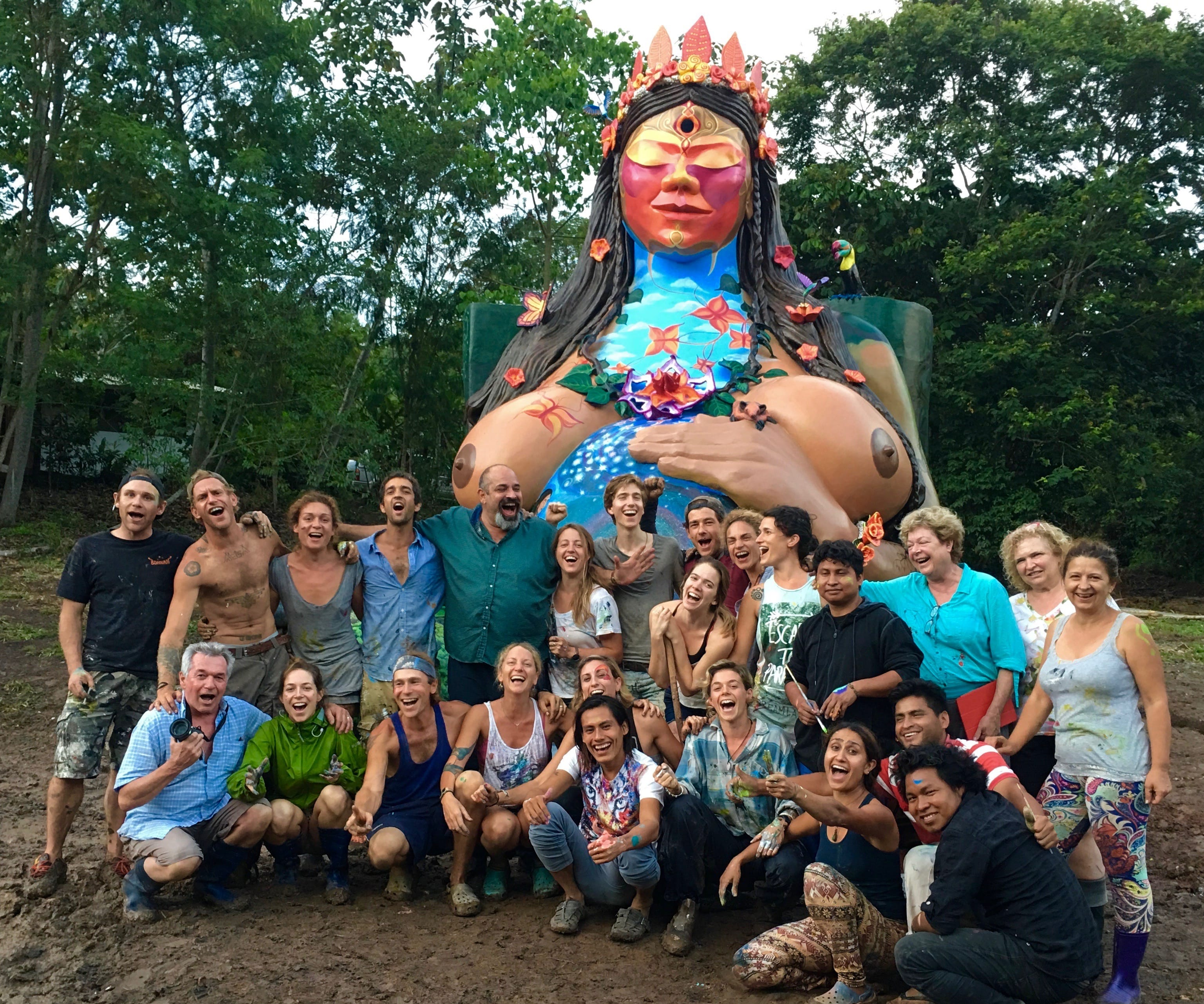 The team that painted the first ever monument of true collective art, La Mama!